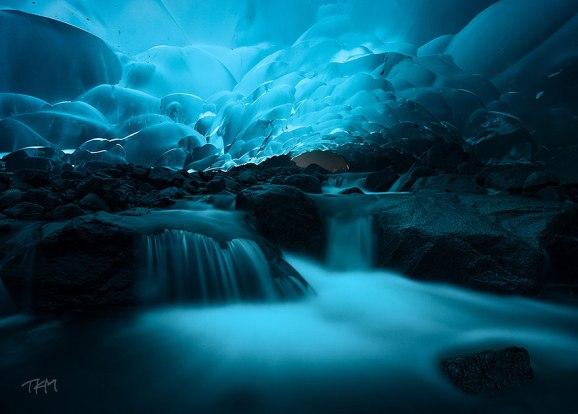 Resultado de imagen para las cuevas de hielo bajo mendenhall glacier