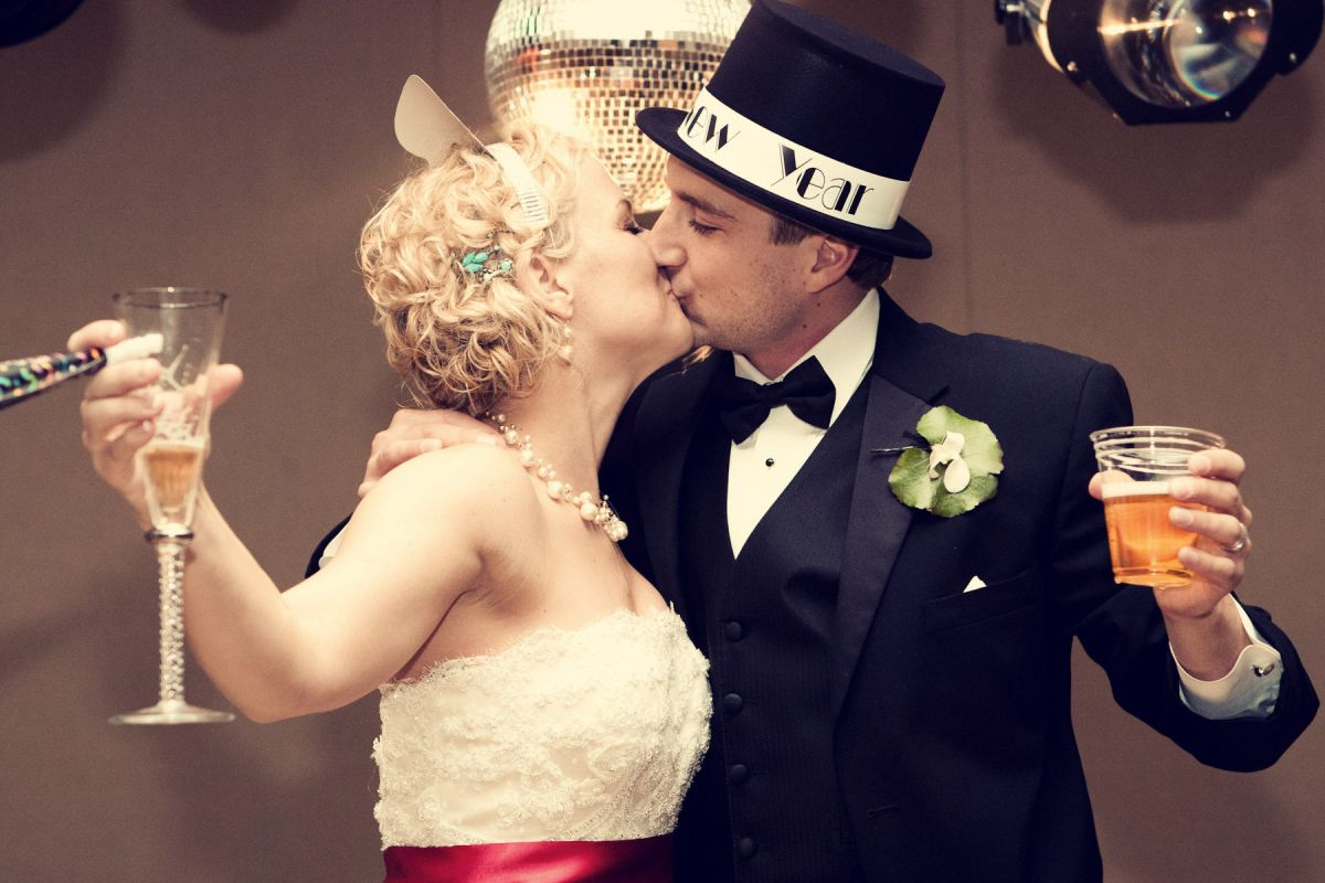 Tradiciones de Fin de año: un beso para tener suerte todo el año · USA