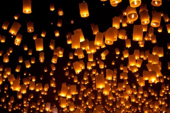 Yee-Peng-Festival-floating-lanterns-in-Chiang-Mai-Thailand-768x512.jpeg
